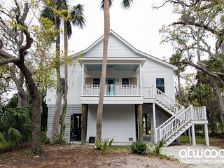Trap House - Beautiful Custom Home w/ Screened Porch & Easy Beach Access