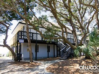 Stone Ground - Eclectic Beach Front Home On St. Helena Sound