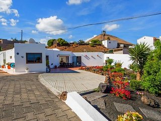 Villa Tías - Spectacular Views - Private Pool - Private WIFI - 6 people