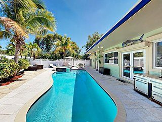 Gated Canal-Front 4BR w/ Hot Tub, Heated Pool, Gourmet Kitchen & Boatslip