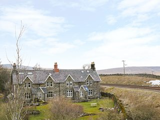 2 RAILWAY COTTAGES, views of Settle-Carlisle railway, open-plan, Yorkshire