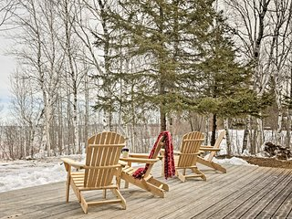 NEW! Cabin on Lake Superior -Private Beach & Canoe