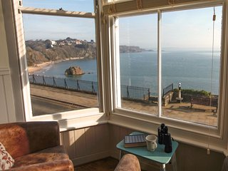 2 BEACHTOP COURT APARTMENTS, views of Harbour Beach, open-plan living, centre of