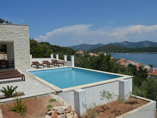 Sea view villa with pool, island Iz
