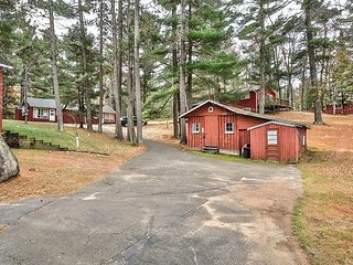Roadside 2 - Hiller Vacation Homes - Duplex on Little Arbor Vitae Lake