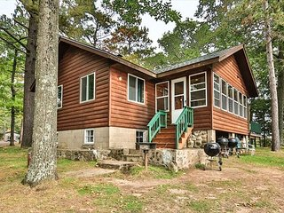 Cottage 8 - Hiller's Pine Haven - 3 Bedroom, 2 Bathroom - Free WIFI
