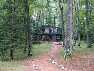 Pinewood - Hiller Vacation Homes - Private Setting - 215 Feet of Frontage