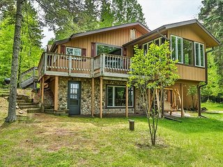 Manning's Lakehouse -Hiller Vacation Homes - 3 bedroom, 2 bathroom, Free WIFI