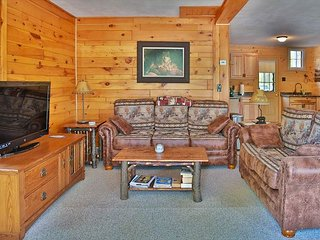 Getaway Cabin - Hiller Vacation Homes - Remodeled 1 Bedroom Cabin
