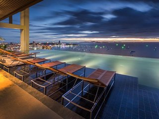 2 Beds 2 Baths 25th Floor Seaview with infinity Pool