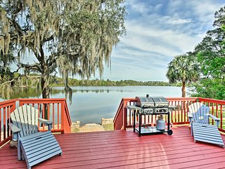 NEW! Ocklawaha House w/ Hot Tub on Lake Fay!