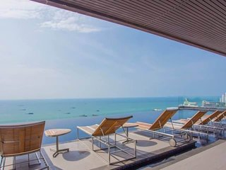 1BR Pattaya Downtown With Rooftop Swimming Pool