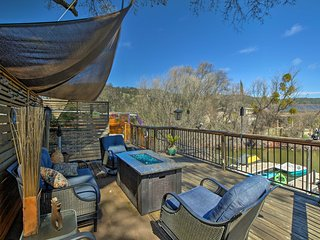 Cozy Clearlake Oaks Home w/Game Room, Dock & Deck!