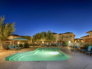 Resort condo with mountain views, shared pool and hot tub - golf onsite!