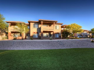 Comfy, Southwestern-themed condo with shared pool, hot tub, & on-site golf
