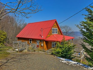 """NEW! Cozy Cabin w/Deck on """"Top of the Blue Ridge!"""""""