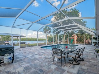 Waterfront Pool Home with Boat Dock- REAL FLORIDA!