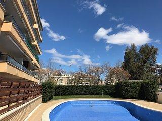 102B - Apartamento con piscina y parking en 10 linea de mar