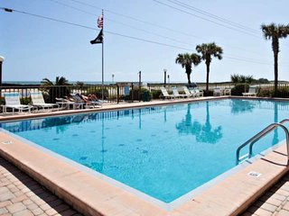 Warm Inviting 1st Floor OceanFront Unit-Swimming Pool, Underground Parking, NO D