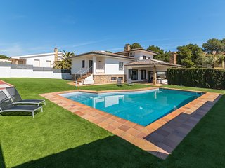 Exclusive Villa 500m from the beach