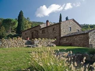 Il Rifugio in Cortona - 5 Bedroom Farmhouse Villa, holiday rental in Pierle