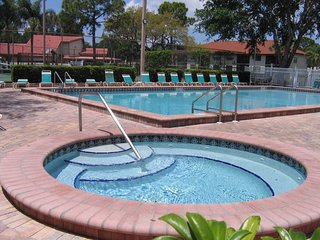 Spacious 2BR/2BA for 5, pool, tennis, grill, close to the beach