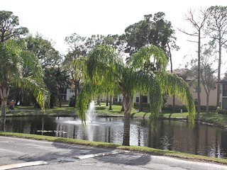 3 SPACIOUS 2BR APTS FOR 15! POOL, TENNIS, GRILL & HOT TUB