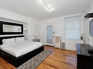 Murray Hill 2Bed Stunner with Outdoor