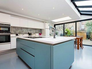 Veeve - Highbury Dream House