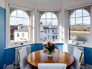 Veeve - Riverside Mansions
