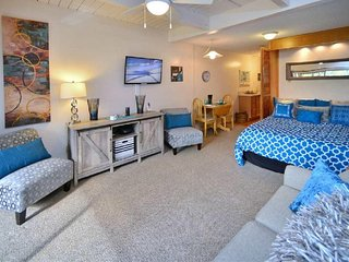 Enjoy Maui at this Gorgeous Studio Condo w/ AC - Footsteps to the Beach!!