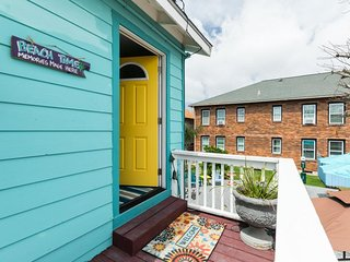 Cute dog-friendly condo with free WiFi and full kitchen - steps from the beach