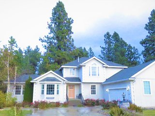NEW! Luxury,Forest View Home w/over Fifty 5* Star Online Review-Mins to Downtown