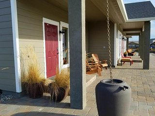 Lakefront suite w/ patio, shared firepit, & onsite golf - near 20+ wineries!