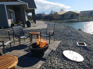 Suite in a waterfront inn near wineries - free WiFi, kitchenette, & firepit
