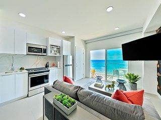 NEW LISTING - Beachfront, Panoramic Views in Luxury Indoor/Outdoor Living