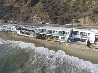 Modern & New - Oceanfront Dream Location & Home