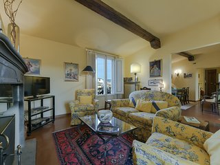 Mimi - Two-bedroom apartment in Santa Croce church area, Florence