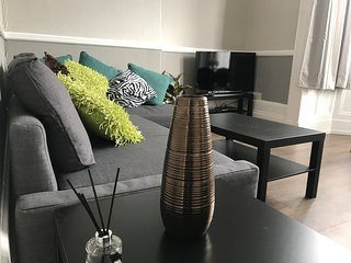 Lovely Ground Floor 2 Bed Apartment - Sleeps up to 5