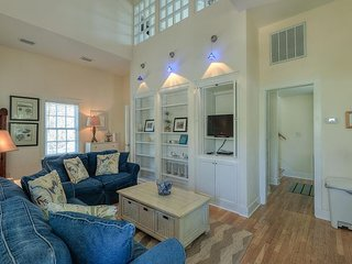 Julia's Julia's Carriage House - Steps from the Center of Rosemary Beach!