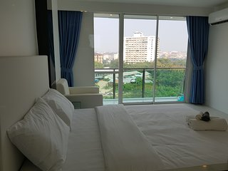 Large Studio With Great Pool Pattaya City Center 714