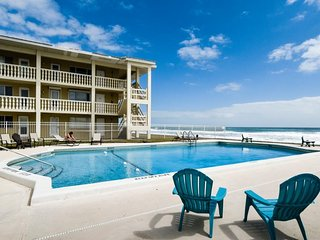 Waterfront condo w/ shared, heated pool, picnic area, & easy beach access