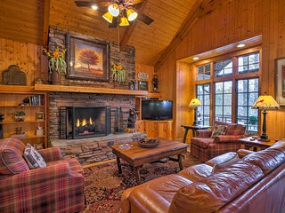 Rustic Cashiers Condo at Trillium Lake & Links!
