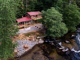 Riverfront home w/ hot tub, firepit & 2 decks - ideal for fishing/rafting/hiking
