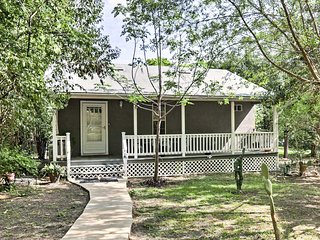 NEW! San Antonio Cottage w/ Deck - Near Downtown!