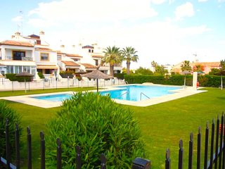 2 Bed House / Full Air Con / Wi-Fi / Villamartin / Communal Pool / Full SKY TV