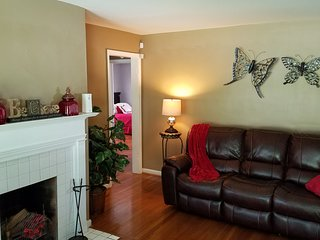 Cozy 2-3 Bedroom Home located in the City