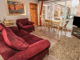 COTTAGE 3, open-plan, near York, WiFi, Ref 979455