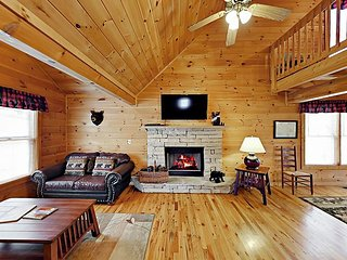 Updated 2BR 'Bear Cove Cabin' in the Woods w/ Private Hot Tub, Close to Town