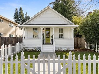 Charming Downtown Napa 3BR Cottage w/ Fenced Backyard - Walk to Oxbow Market